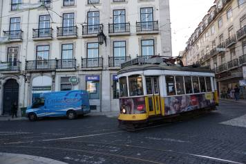 Yellow tram - linia 28